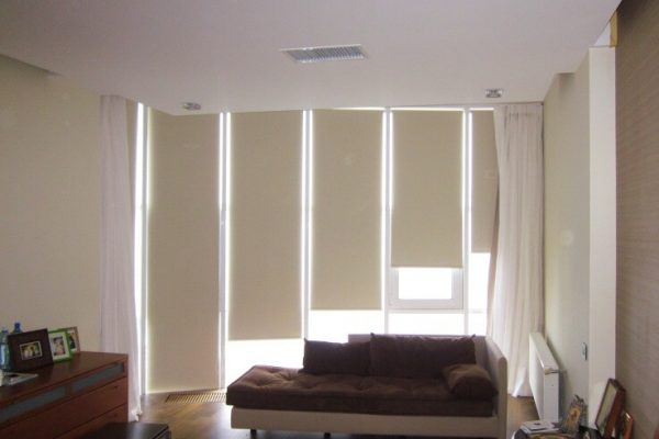 Motorized-Roller-Blinds-in-Toronto
