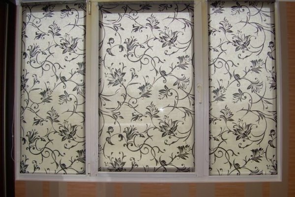 Roller-Blinds-with-drawings