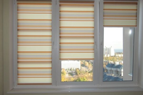 Roller-Blinds-with-lines